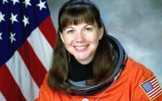 女宇航员太空意外怀孕,孩子的父亲被猜测是外星人