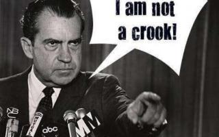 1974年美国水门事件:尼克松成为美国历史上第一个因为丑闻下台的总统