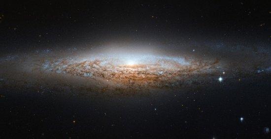 我国天文学家发现由重子物质主导的奇特矮星系-第1张图片-IT新视野