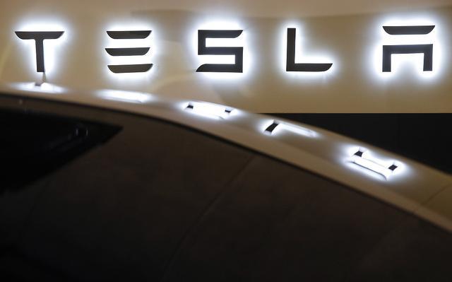 特斯拉市值首次超越通用和福特汽车总和-第1张图片-IT新视野