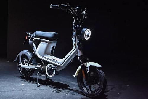 小米首款电动摩托车亮相,颜值不输雅马哈,定价16999元-第1张图片-IT新视野