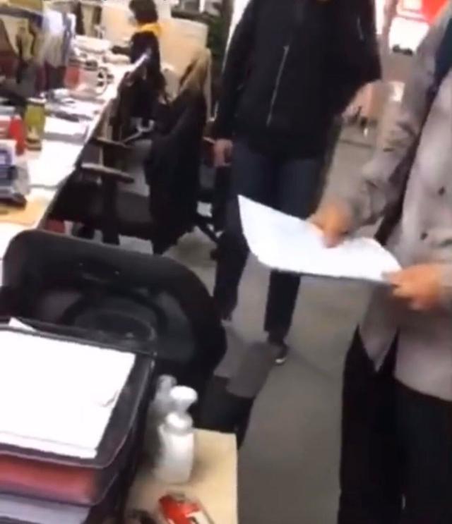 李国庆抢当当公章现场视频画面曝光-第4张图片-IT新视野