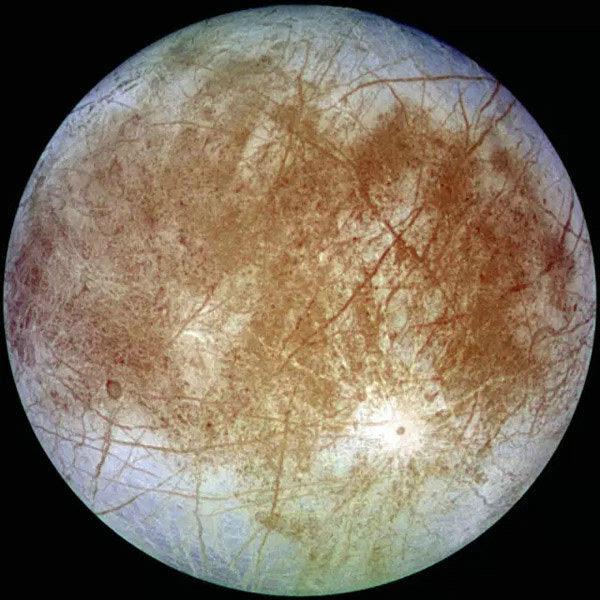 研究发现:木星第四大卫星木卫二可以将水,从其地下喷射到太空-第1张图片-IT新视野