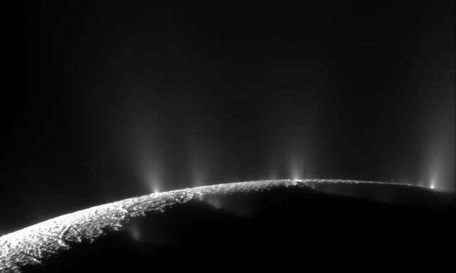 研究发现:木星第四大卫星木卫二可以将水,从其地下喷射到太空-第3张图片-IT新视野