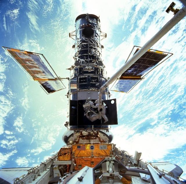 哈勃怎样改变了人类的宇宙观?30年观测又如何成就天文学新篇章?-第1张图片-IT新视野