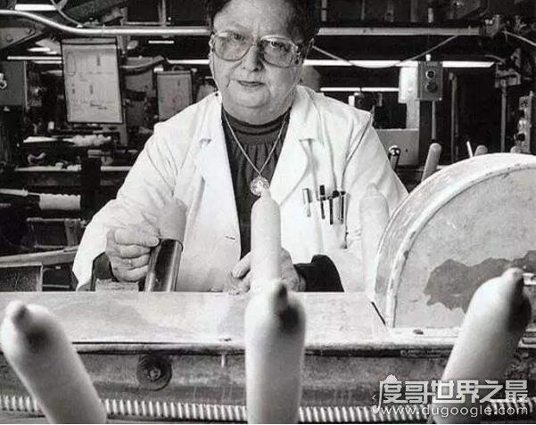 女性采精师亲自为男人撸管,取精场面相当火爆-第2张图片-IT新视野